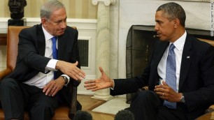 WASHINGTON, DC - SEPTEMBER 30: President Barack Obama (R) shakes hands with Israeli President Benjamin Netanyahu in the Oval Office, September 30, 2013 in Washington, DC. President Obama was meeting with the Israeli Prime Minister to discuss the situation in Syria and Iran. (Photo by Mark Wilson/Getty Images)