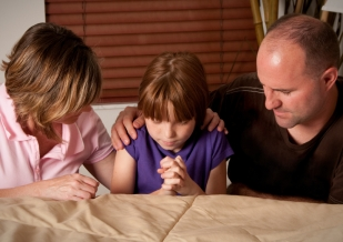 parents-praying-2b1