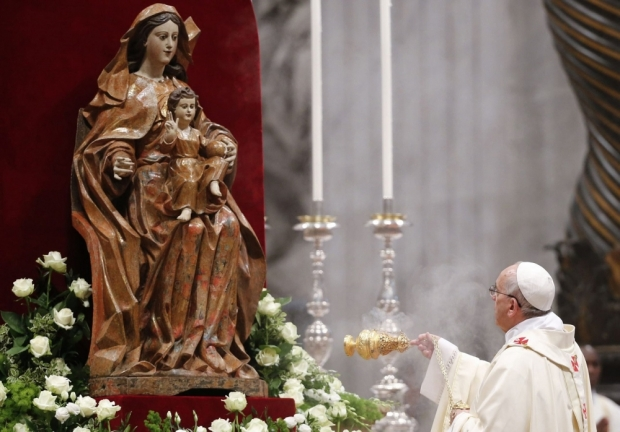pope-francis-i-swings-an-incense-burner-to-bless-a-statue-of-the-virgin-mary-vatican-may-11-2014