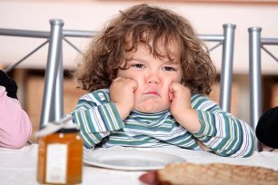 Tips-To-Deal-With-Your-Sulking-Child