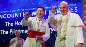 pope-making-satanic-hand-sign-in-manila
