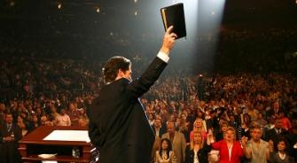 joel-osteen-preaching-bible